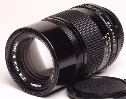 Canon FDn 135mm f/3.5 telephoto side view